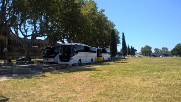 Avignon Hire Coach